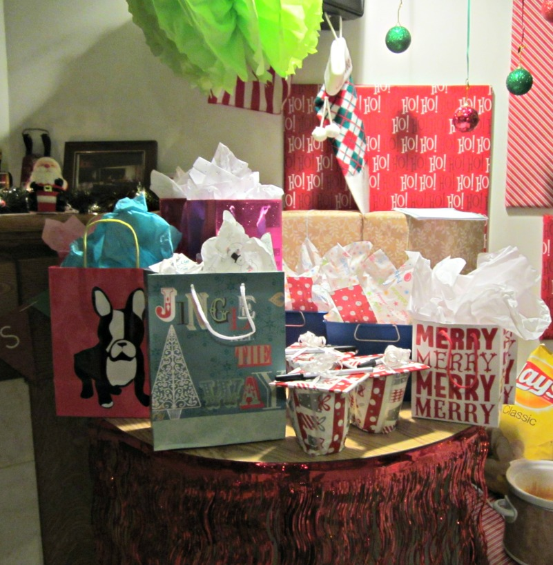 party - presents table
